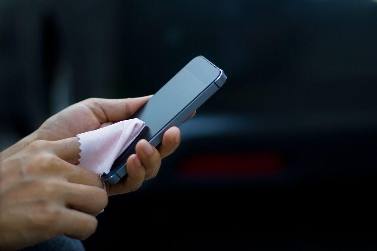 Membersihkan Ponsel Dari Virus Dan Bakteri